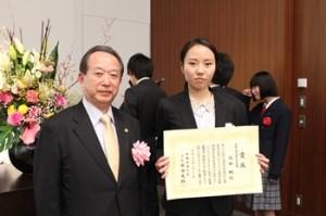 日本弁理士会会長賞を受賞した汲田楓さん(愛知県立芸術大学)