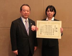 平成25年度デザインパテントコンテストにて、日本弁理士会会長賞を受賞された松本華那さん(女子美術大学)
